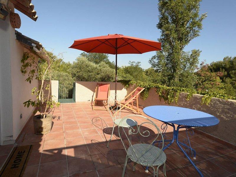 Entre Alpilles et Cote Bleue appartement dans un mas de charme avec piscine, location de vacances à Port-de-Bouc