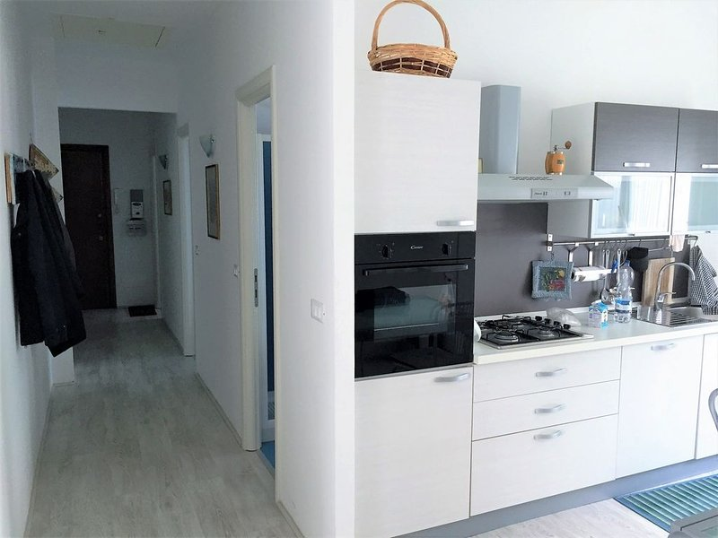 Golfo Paradiso: Sori appartamento in centro a 50 metri dal mare con ascensore, vacation rental in Sori