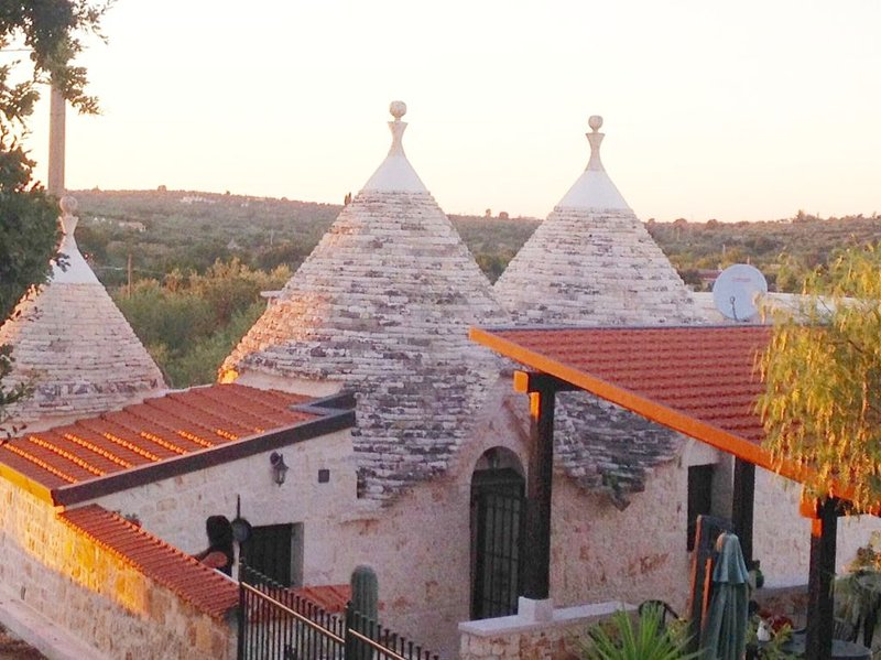 Casa  - villa indipendente con ampio giardino tra Alberobello e Monopoli, holiday rental in Castellana Grotte