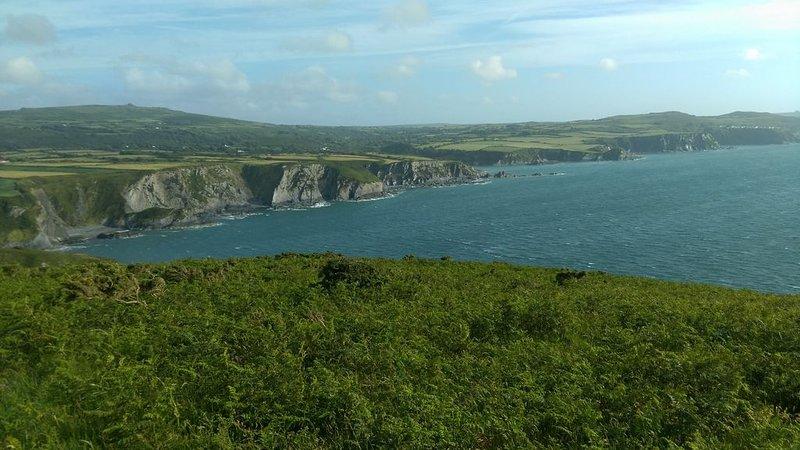 Vista para o mar do promontório nas proximidades