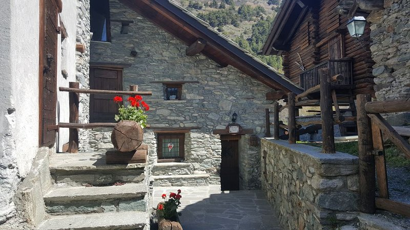 CHALET IN PIETRA: 4 Letti OFFERTA -40%, location de vacances à Torgnon