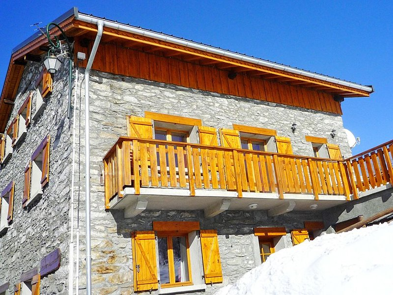 Chalet with lots of character located in a traditional mountain hamlet, holiday rental in Le Bettaix