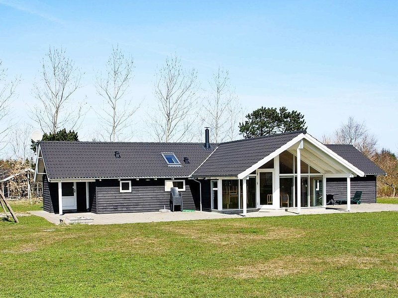 Stylish Holiday Home in Hojslev Denmark with Whirlpool, vacation rental in Skive