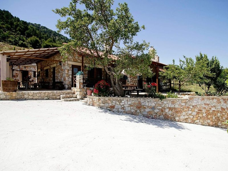 Mike's Omalos Property Listings - #1 Traditional Stone House, holiday rental in Sougia