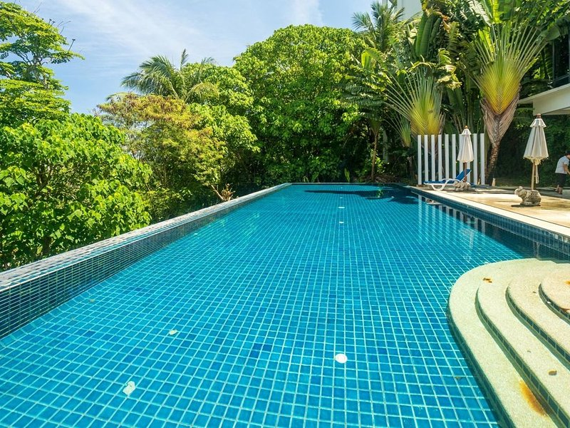 KH2604 - Mountain view apartment for 4 in Karon, 650 meters to beach, vacation rental in Karon Beach