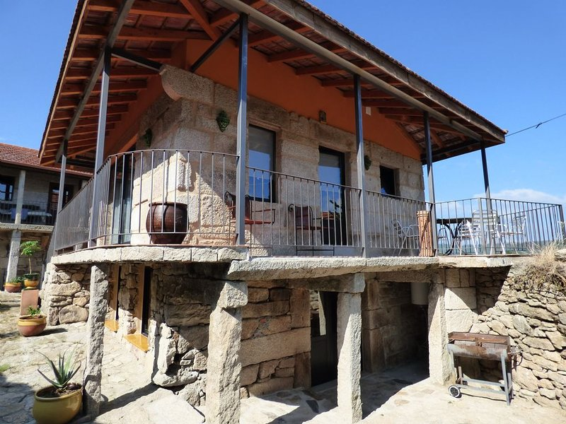 Casa rural con mucho encanto, holiday rental in Leiro