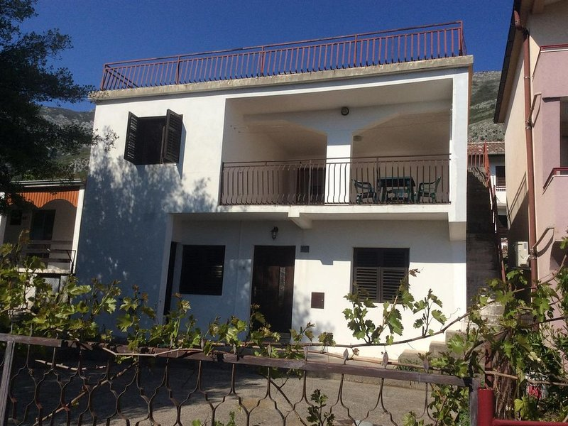 Large house with 3 bedrooms and spacious terrace, holiday rental in Zagrade