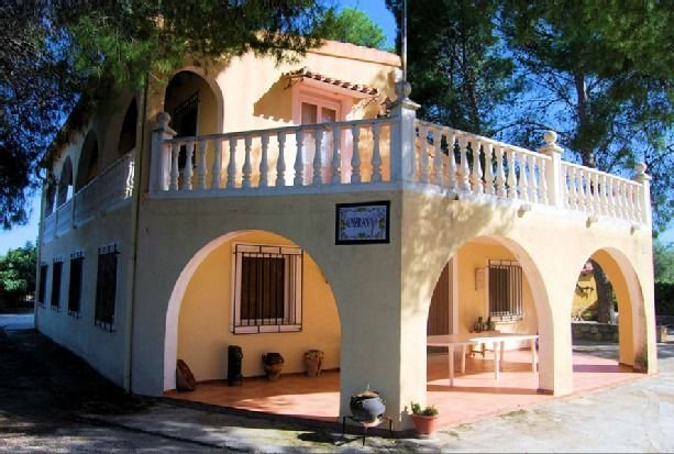 Casa rural Cortijo Almizrán para 14 personas, location de vacances à Archivel