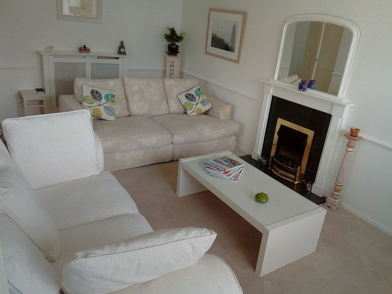SUMMER HOUSE sleeps 6 + is ideally situated for access to all areas of cornwall., vacation rental in St Columb Major