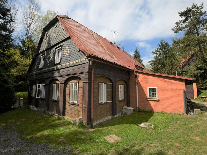 Detached holiday home with 5 bedrooms and billiards in northern Bohemia, location de vacances à Krasna Lipa