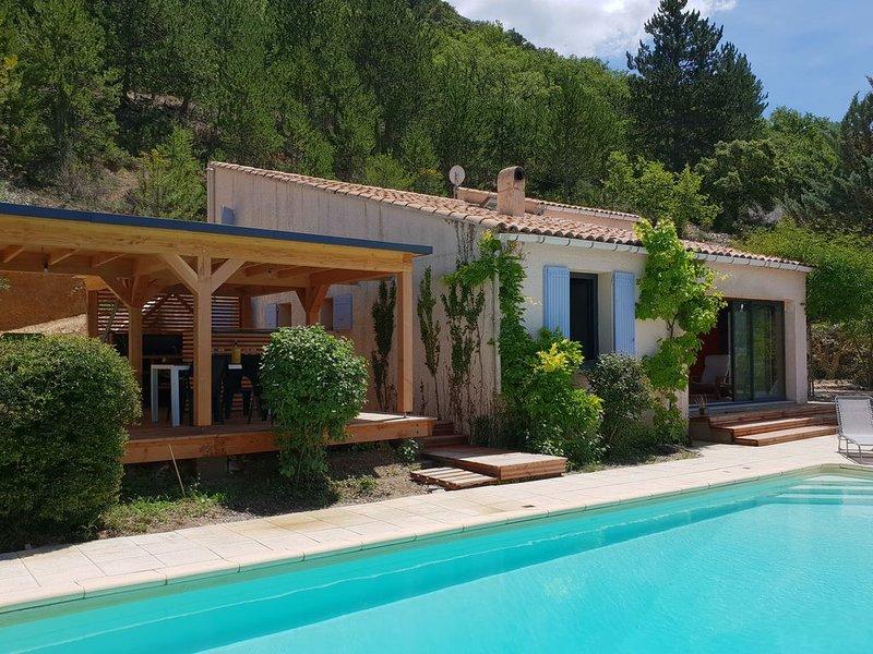 Villa with heated pool, beautiful view and garden, near Vaison-la-Romaine, location de vacances à Mollans sur Ouveze