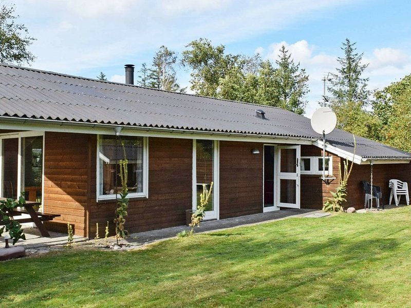 Cosy Holiday Home in Ulfborg near Sea, Ferienwohnung in Baekmarksbro