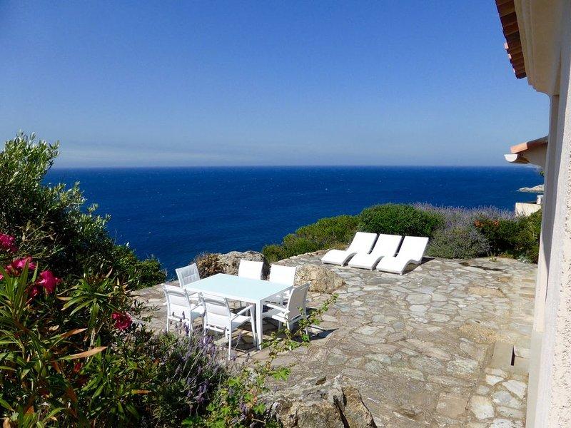 COUP DE ♥ CALVI VILLA Vue Mer Exceptionnelle Accès Direct Mer CLIM WIFI, vakantiewoning in Calvi