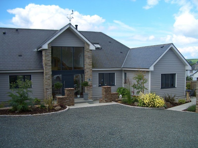 Contemporary New England Apartment With Private Entrance In Kingsbridge, Devon., vacation rental in Kingsbridge