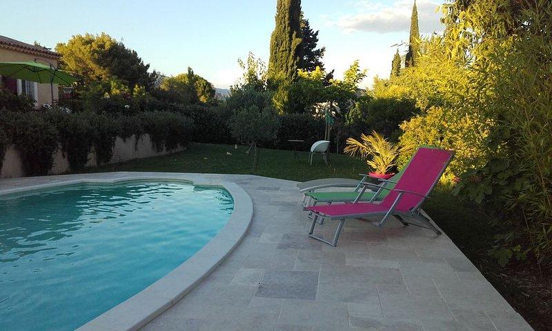 Villa avec piscine et climatisation au coeur du luberon, holiday rental in Puyvert