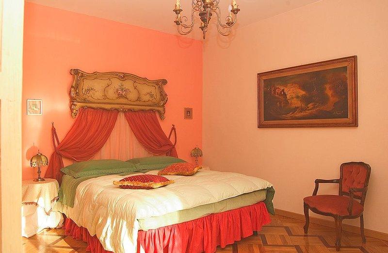 Conegliano Veneto: elegante villa con piscina privata sulle colline del Prosecco, holiday rental in San Pietro di Feletto