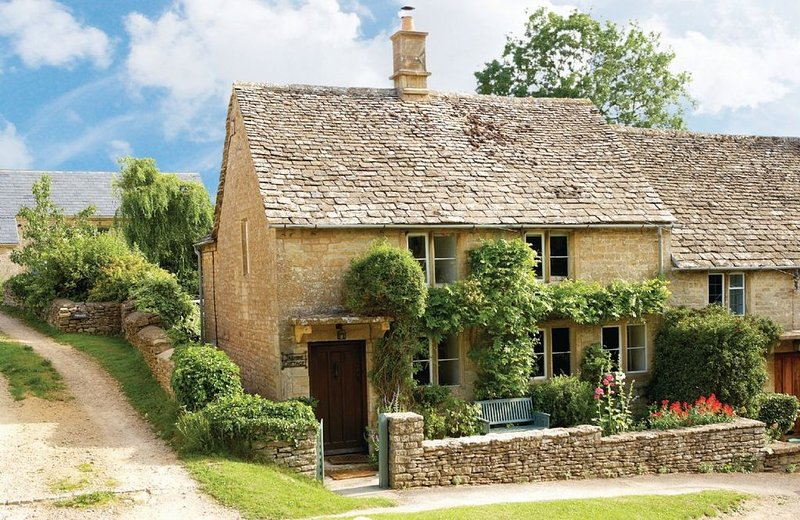 Available from less than £350, Jasmine Cottage is a beautiful holiday home with, vacation rental in Sherborne