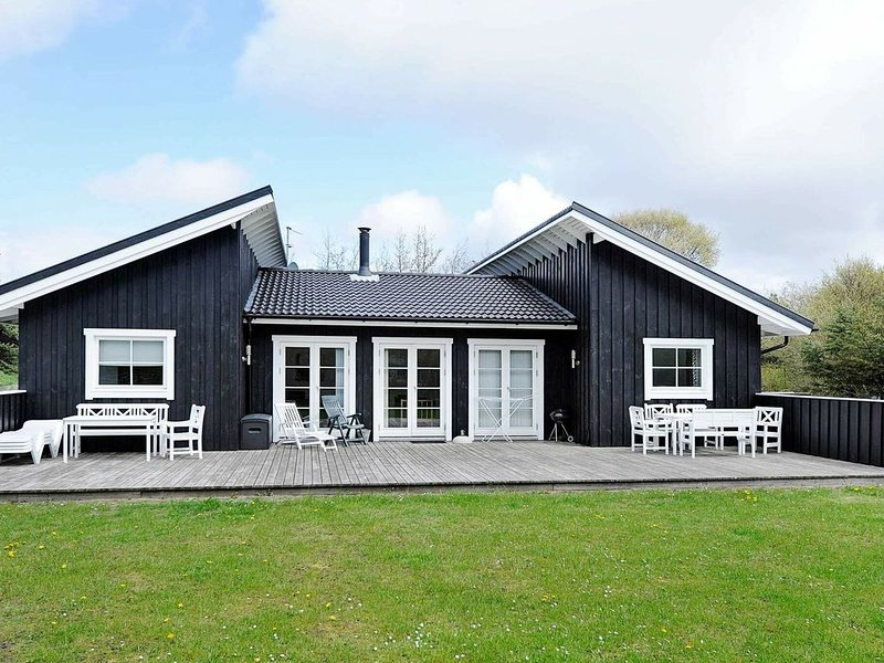 Modish Holiday Home in Blåvand with Barbecue – semesterbostad i Blaavand