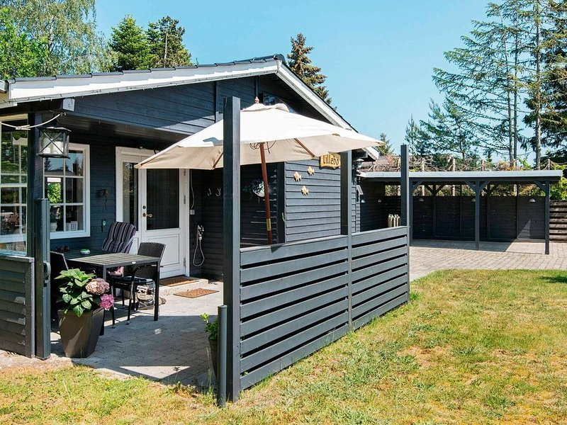 Alluring Holiday Home in Grenå with Carport, vacation rental in Balle