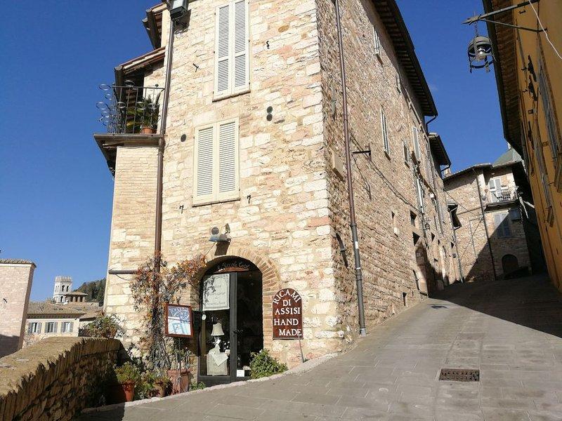 Medieval Tower Santa Chiara Apartment, holiday rental in Sant'Apollinare