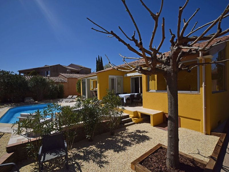 Cozy Holiday Home in Cogolin with Heated Pool, holiday rental in Cogolin