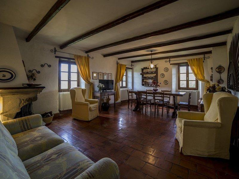 Splendido Agriturismo Ca' del Bosco in Lunigiana - Appartamento Glicine, alquiler vacacional en Mulazzo