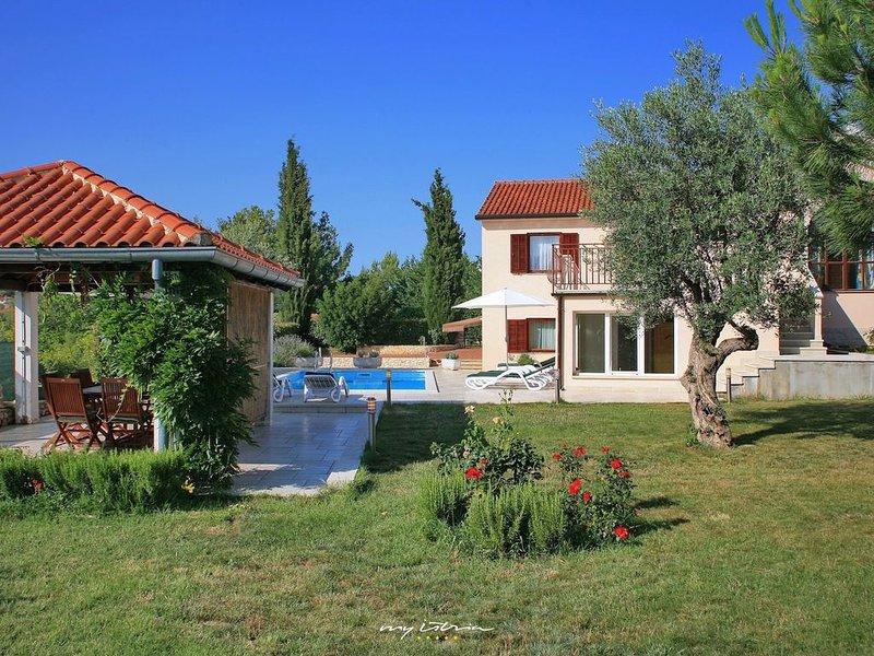 Family friendly villa near Rovinj city, holiday rental in Rovinjsko Selo