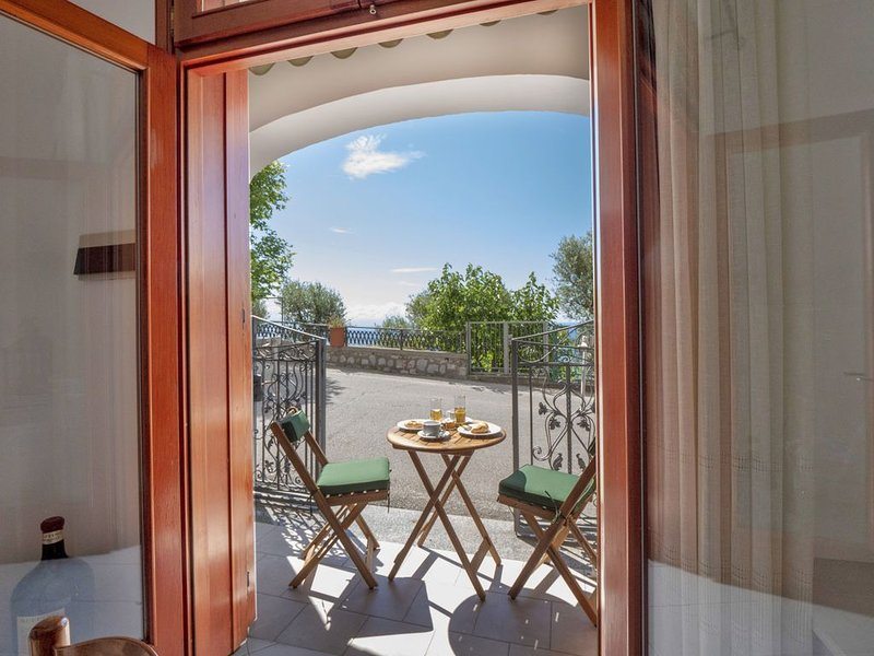 Nice apartment with sea view & Wifi, vacation rental in Vettica