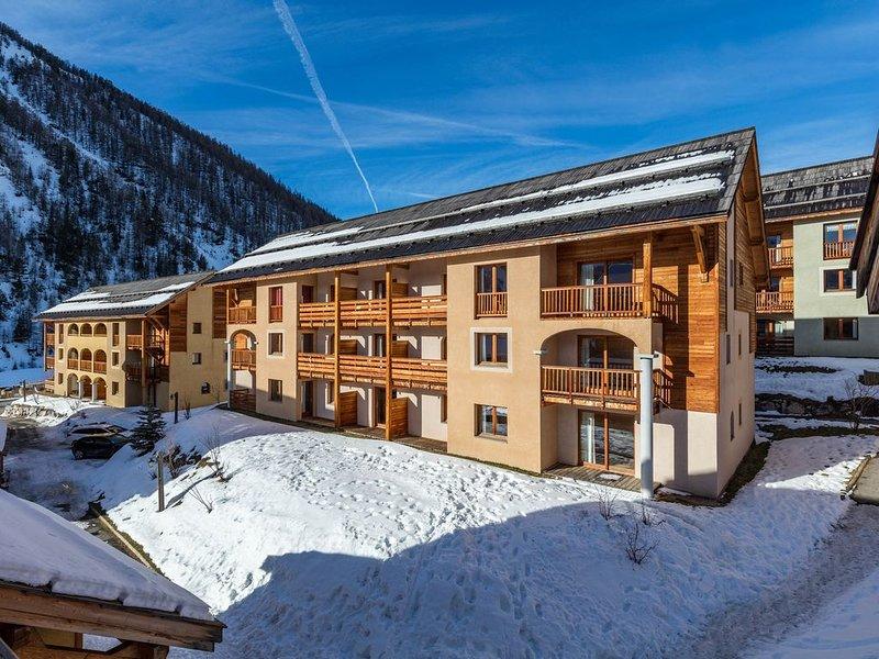 Super endroit ! Appartement de montagne au calme, avec casiers à ski, holiday rental in Arvieux