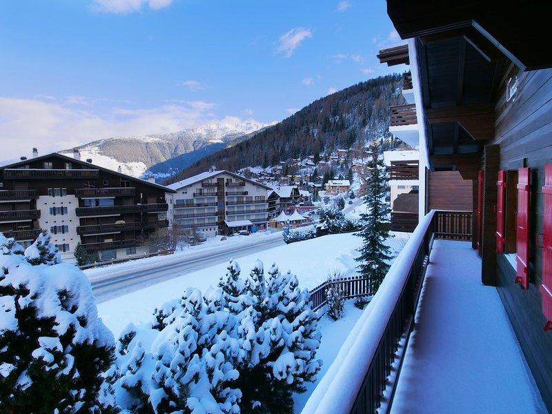 Catered chalet up to 16, next to ski lifts, Nendaz/Verbier 4 valley - hot tub, aluguéis de temporada em Nendaz