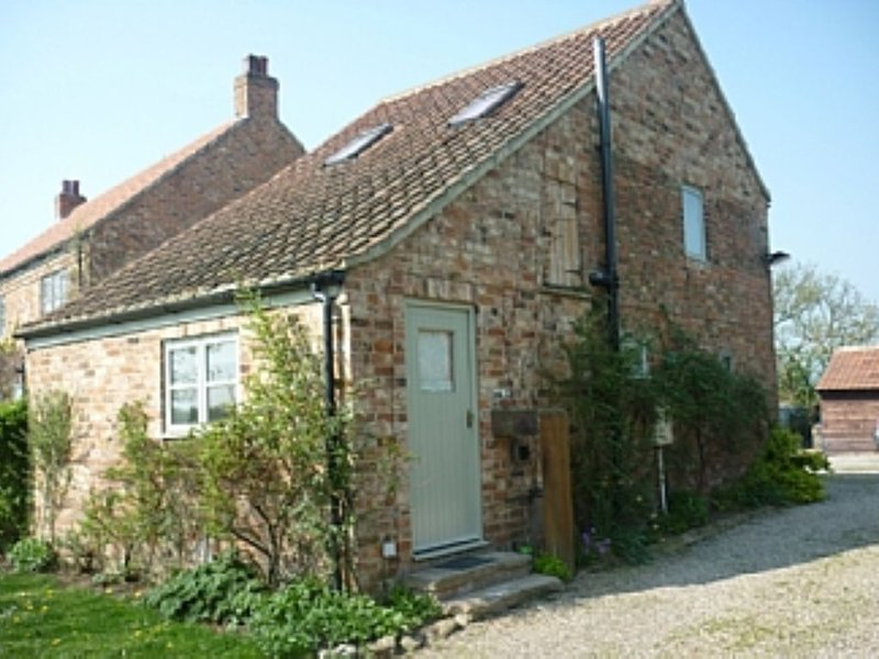 Converted Barn On Edge Of Village Setting, vacation rental in Tollerton