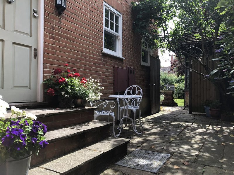 Tranquility in the heart of Wimbledon Village with stunning Common views, vacation rental in New Malden