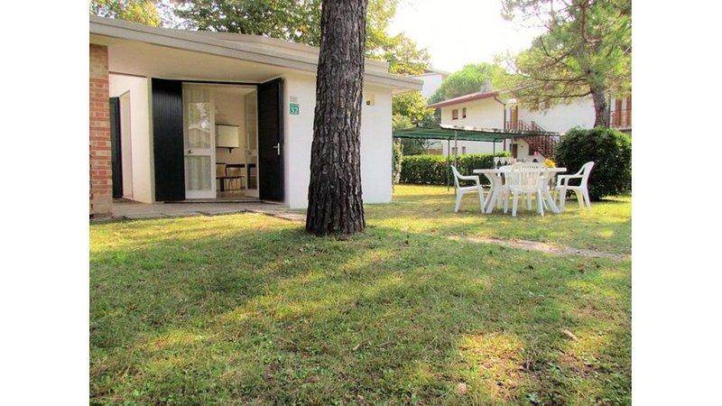 House near the beach with private garden, vacation rental in Teglio Veneto