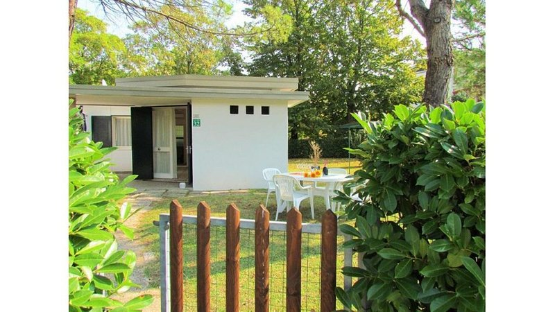 Nice villa close to the beach - Private beach place included, holiday rental in Bibione Pineda