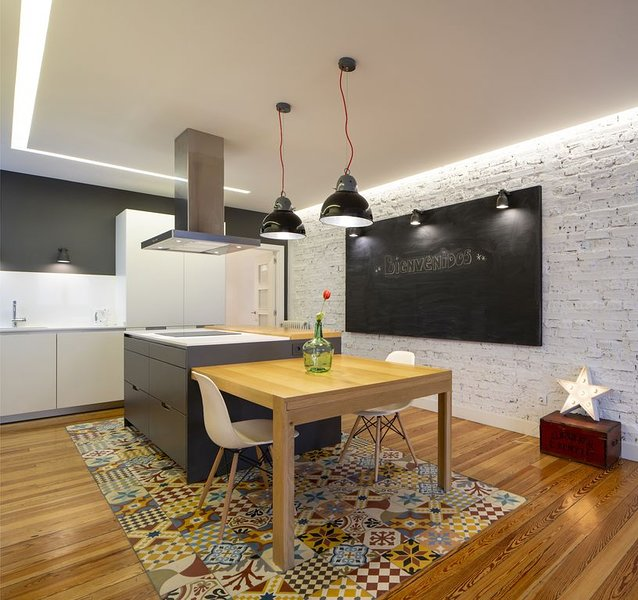Island kitchen, hydraulic floor and large slate on exposed brick