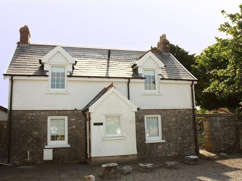 Eaton Cottage has been renovated and modernised, but still has that 'Welsh Cotta, vacation rental in St. Florence