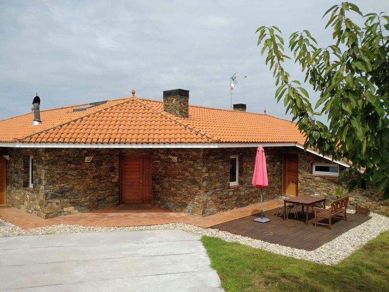 Villa en alquiler a 200 m de la playa, vacation rental in Valdovino