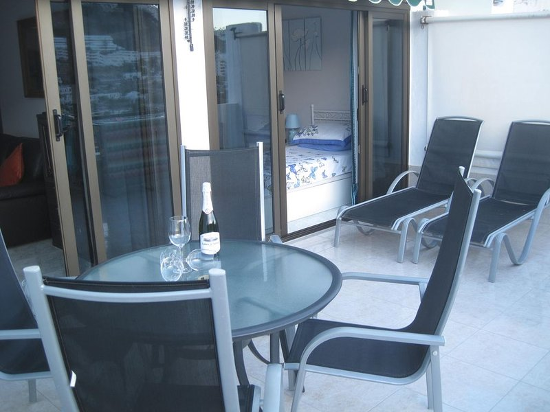 Spacious 2 bedroom apartment with large balcony in Puerto Rico Gran Canaria, vacation rental in Mogan