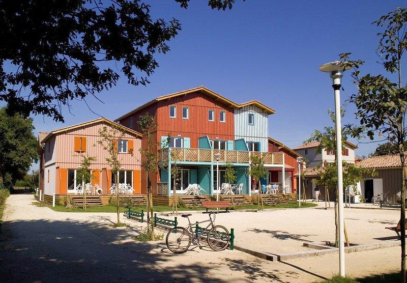 Appartement en duplex cosy et rustique   Emplacement parfait!, vacation rental in Le Teich