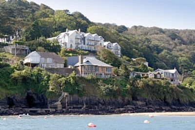 Apartment With Sea Views Of South Sands Beach, Salcombe With Parking for 2 cars., vacation rental in Salcombe
