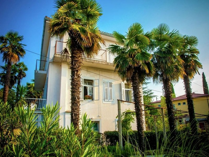 Cosy Apartment in Malinska with Barbecue, vakantiewoning in Krk Island