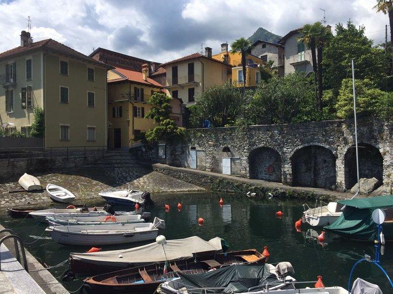 Casa al Vecchio Porto overlooking the ancient port in Cannero Riviera, vacation rental in Cannero Riviera