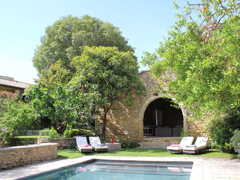Multi family paradise in friendly village with all amenities near Montpellier, holiday rental in Gallargues-le-Montueux