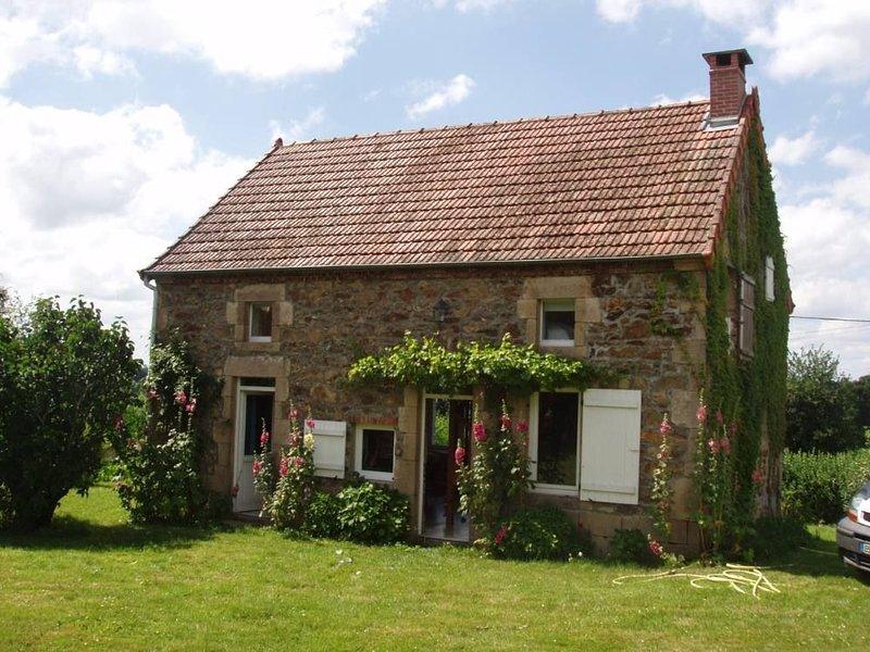 Auvergne - Charmante maison de 120m2 pour des vacances à la campagne, holiday rental in Buxieres-sous-Montaigut
