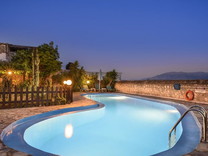 Villa Athina is a traditional, fully modern holiday villa near Chania, location de vacances à Malaxa