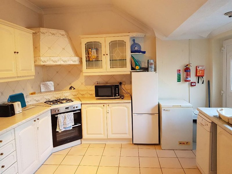 This is an amazing whole house with 5 bedrooms that sleeps 10., location de vacances à Tynemouth