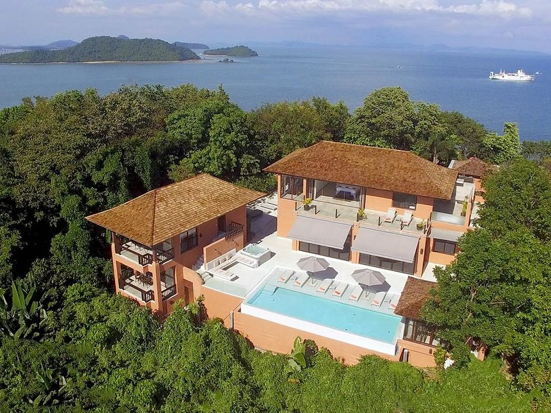 FREE $900 Daily Luxury Pack | 8-Bed 360º Seaview Villa | Phukets No.1 Location, holiday rental in Phuket Town