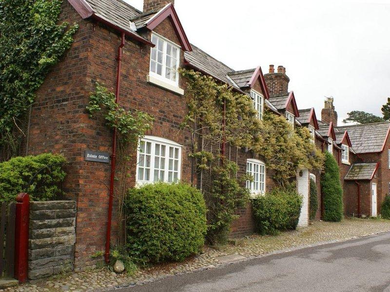 Virginia Rose, Estate Cottages, location de vacances à Mobberley