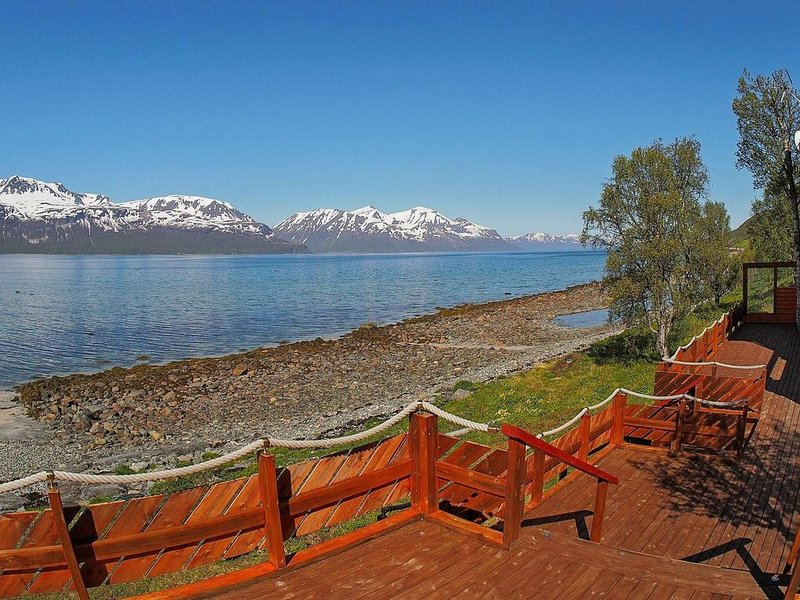 5 person holiday home in Svensby, alquiler de vacaciones en Troms