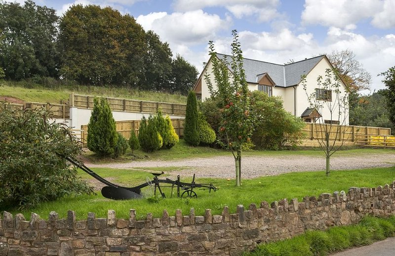 Holywell House, a spacious 8 guest house featuring stunning views and perfectly, holiday rental in Uffculme